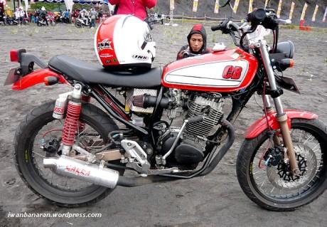 Modifikasi Motor Klasik Honda CB100 title=