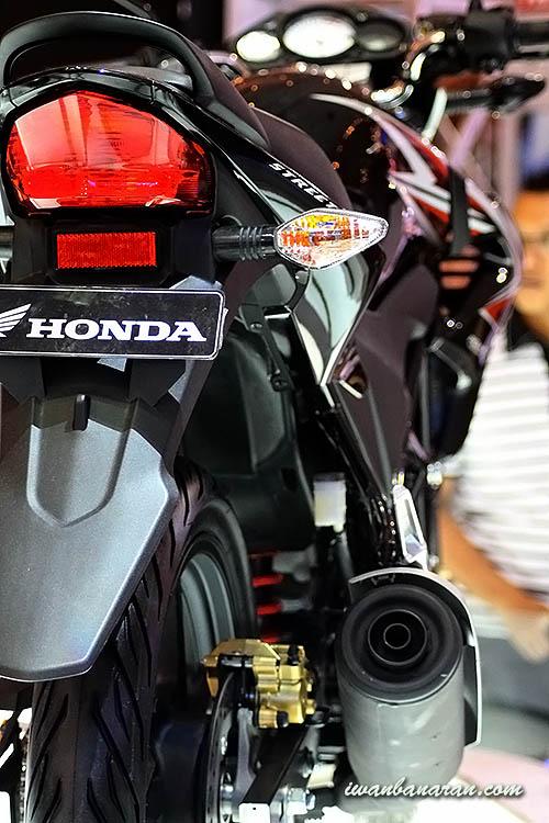Tambahan galeri Honda CB150R hasil jepretan di JMCS. Monggo diintip
