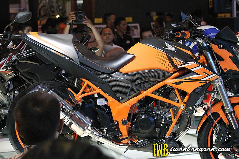 Video dan gambar modifikasi Honda CB150R Street Fire. Makin gahar