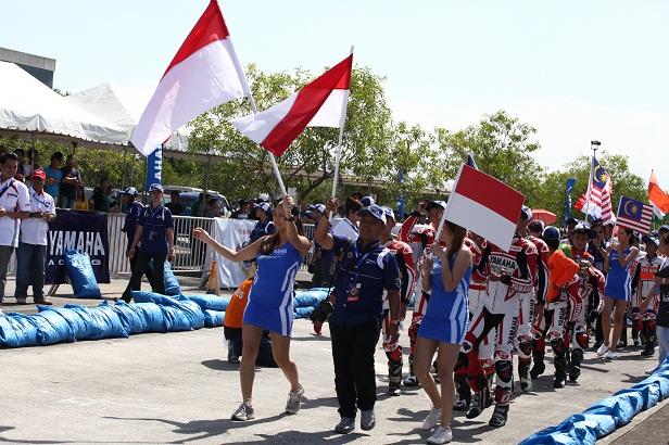 Tim Yamaha Indonesia di Pembukaan Asean Cup Race 2012 (4)