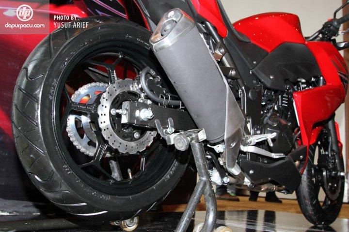 Kawasaki_Z250_07