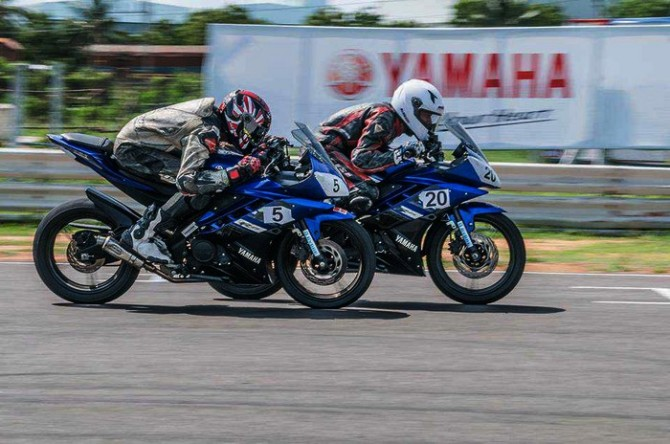 2013-Yamaha-YZF-R15-One-Make-Race-Championship-Round-2-7