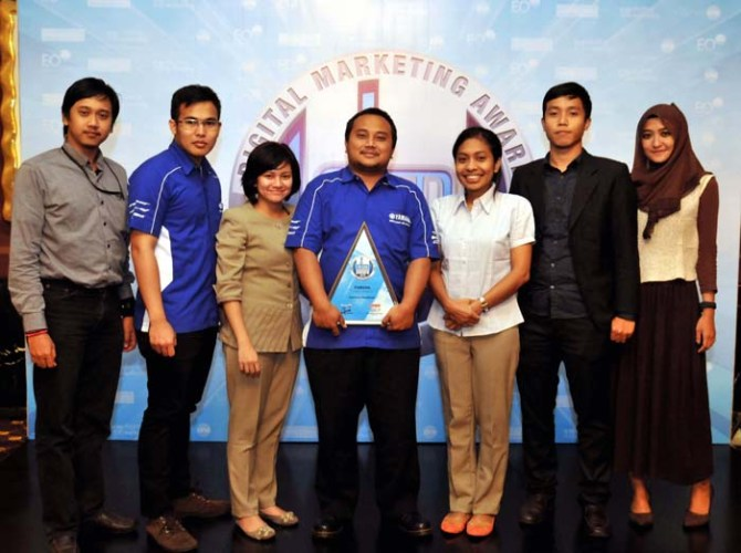 Yamaha menerima penghargaan Digital Marketing Award 2013