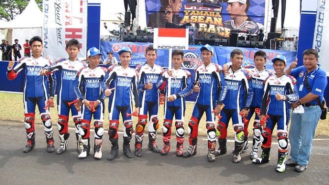 Tim Yamaha Indonesia berfoto bersama di Sentul International Circuit