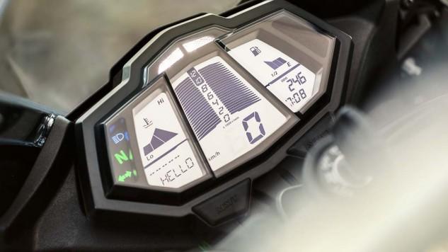 021414-2014-Yamaha-YZF-R125-EU-Race-Blu-Detail-003-633x356