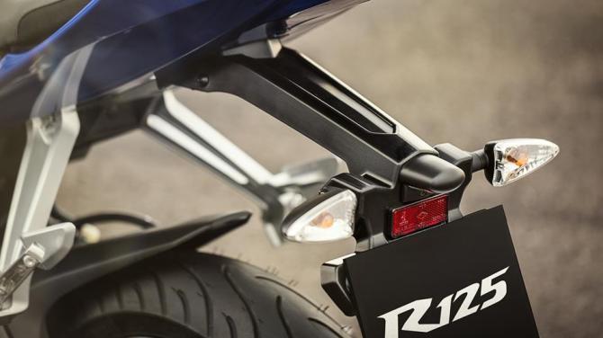 2014-Yamaha-YZF-R125-EU-Race-Blu-Detail-010