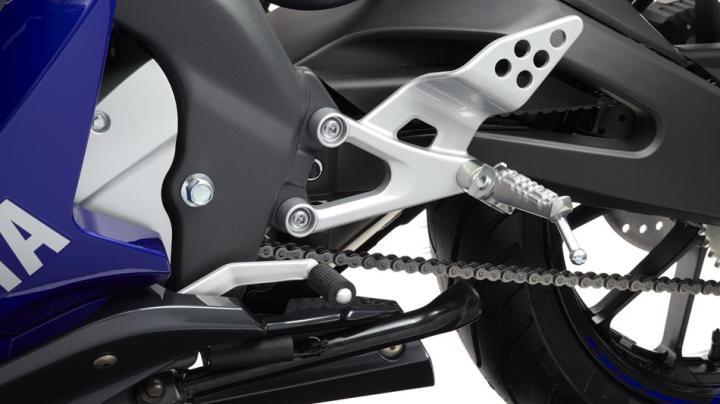 2014-Yamaha-YZF-R125-EU-Race-Blu-Detail-019