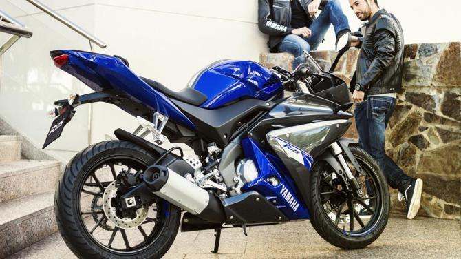 2014-Yamaha-YZF-R125-EU-Race-Blu-Static-003
