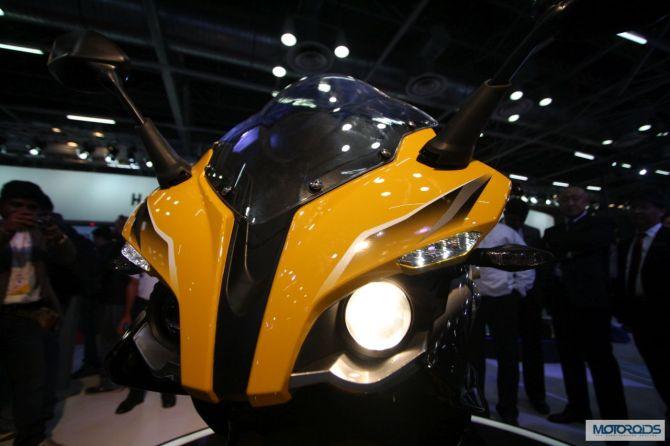 Bajaj-Pulsar-SS400-Auto-Expo-1.jpg.pagespeed.ce.JDemZNbBiV