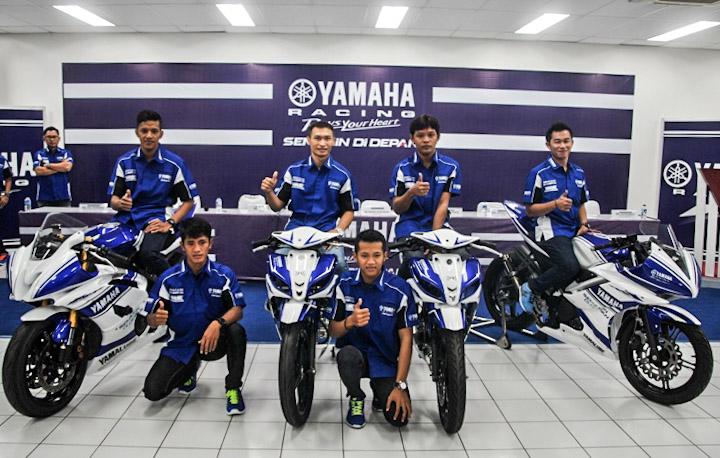 Para pembalap Yamaha Racing Team Indonesia 2014 saat launching resmi tim