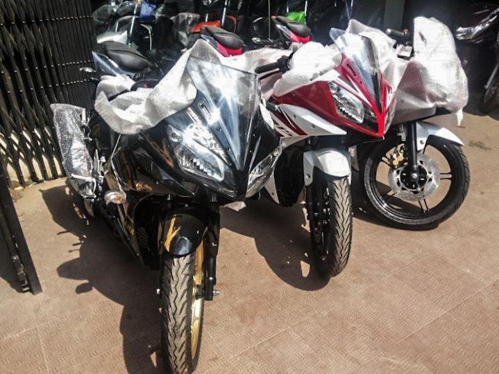 Yamaha-R15-v3-new-5.jpg.pagespeed.ce.vGZdFBwd4w