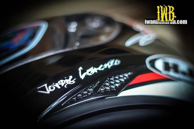 HJC Jorge Lorenzo Replica (1)