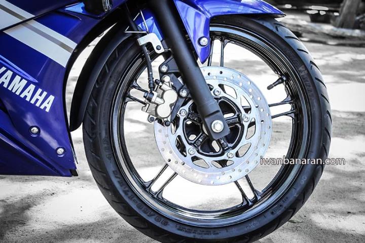 Yamaha YZF_R15 (4)