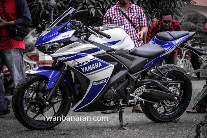 Yamaha_YZF_R25-23