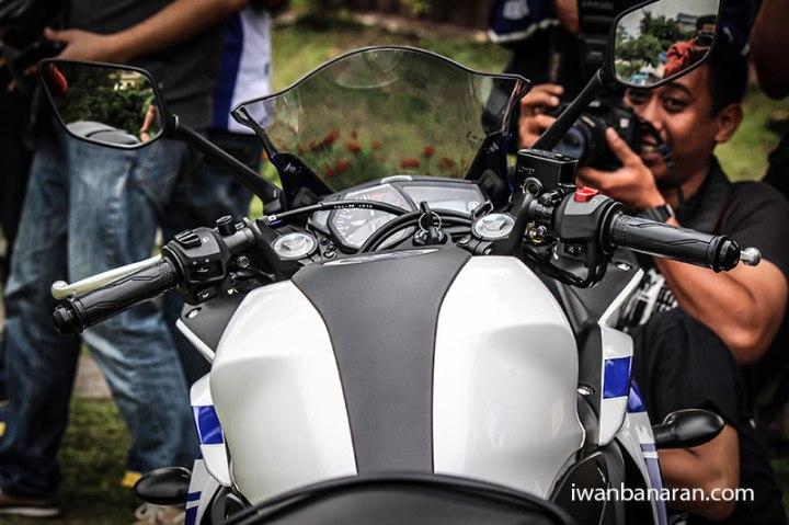 Yamaha_YZF_R25-30