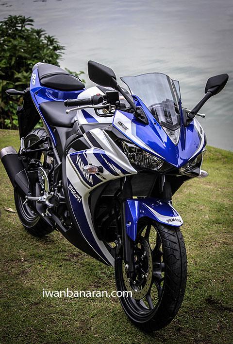 Yamaha_YZF_R25-35