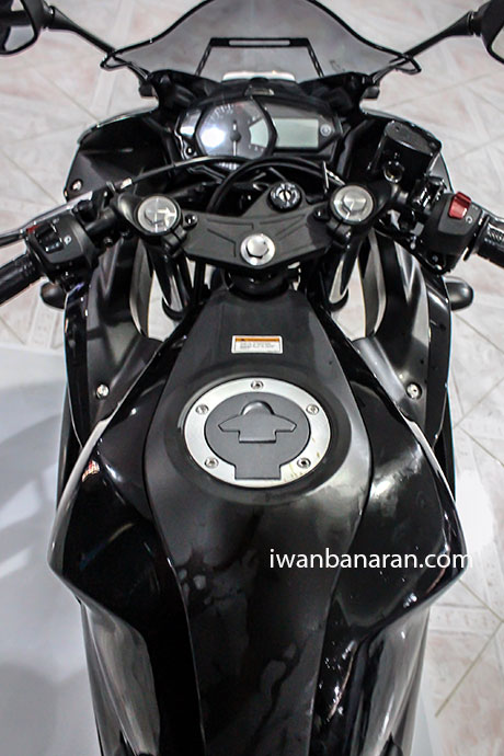 Yamaha_YZF_R25-7